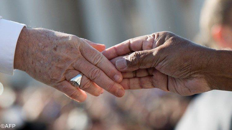Le Pape au G20 des religions : la dignité de l'homme prévaut sur les profits