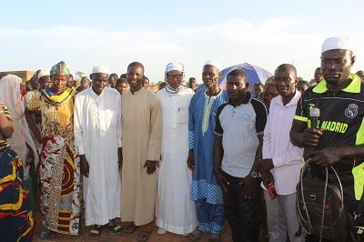 Cohésion sociale à Lougouri : Le club d'écoute organise une course cycliste féminine et un match de football.