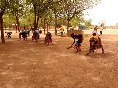 Club de Tougouzagué : Nettoyage du centre de santé